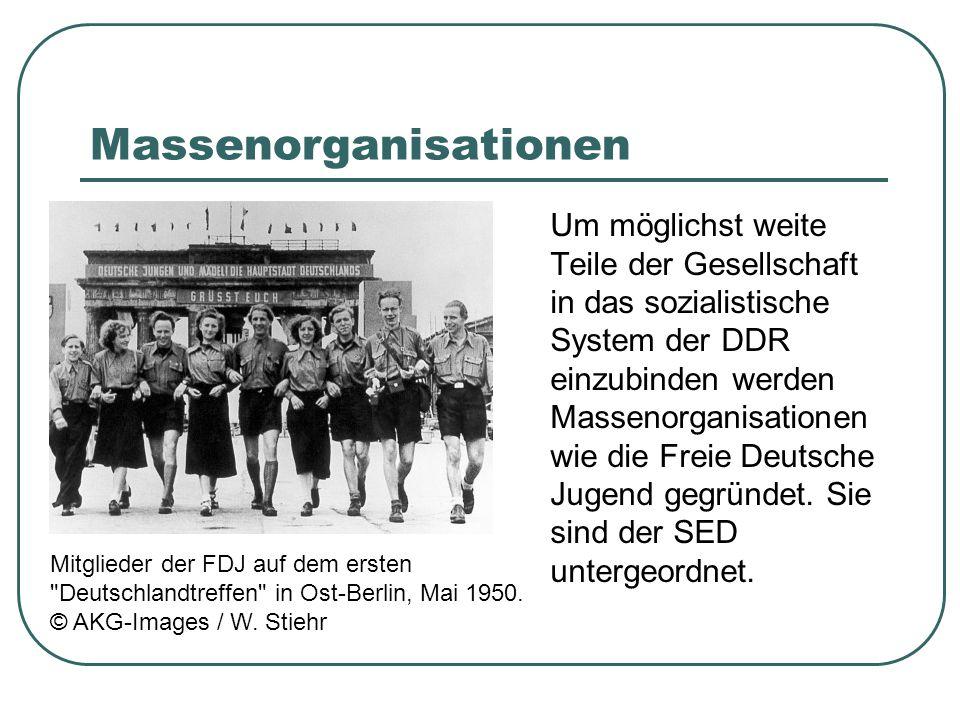 Massenorganisationen Um möglichst weite Teile der Gesellschaft in das sozialistische System der DDR einzubinden werden Massenorganisationen wie die Freie Deutsche Jugend gegründet.