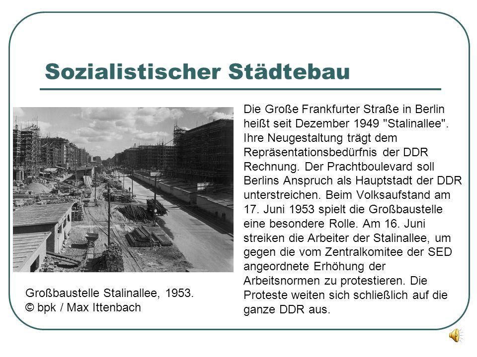 Sozialistischer Städtebau Die Große Frankfurter Straße in Berlin heißt seit Dezember 1949 Stalinallee .