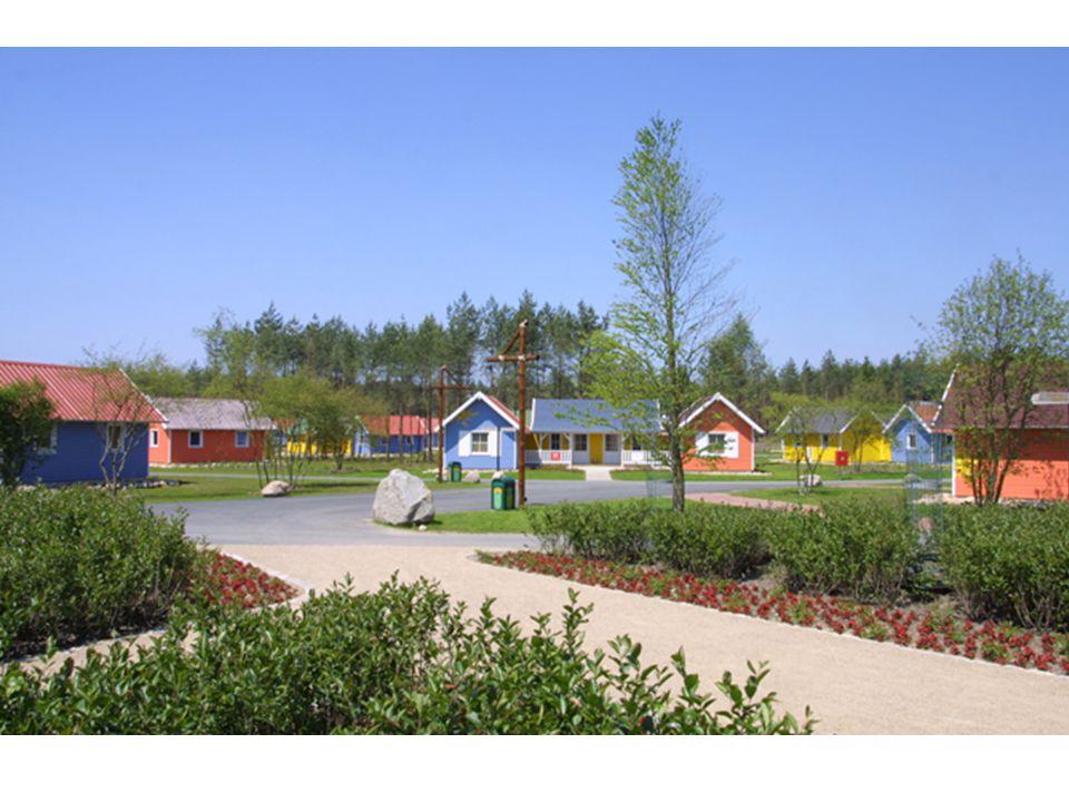 Informationen über das Holiday-Camp Das 2005 eröffnete Holiday Camp besteht aus 81 bunten Holzhäusern im karibischen Stil mit insgesamt ca.