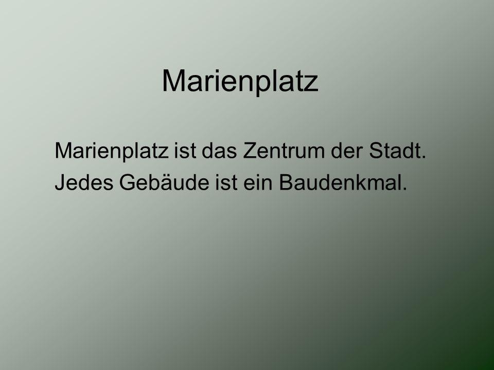 Marienplatz Marienplatz ist das Zentrum der Stadt. Jedes Gebäude ist ein Baudenkmal.