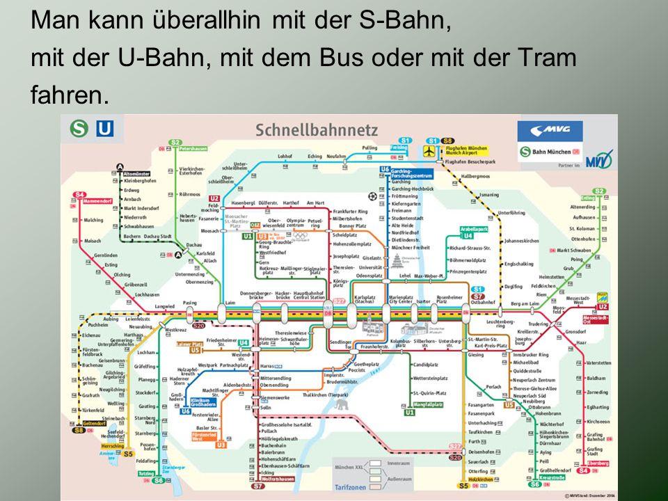Man kann überallhin mit der S-Bahn, mit der U-Bahn, mit dem Bus oder mit der Tram fahren.