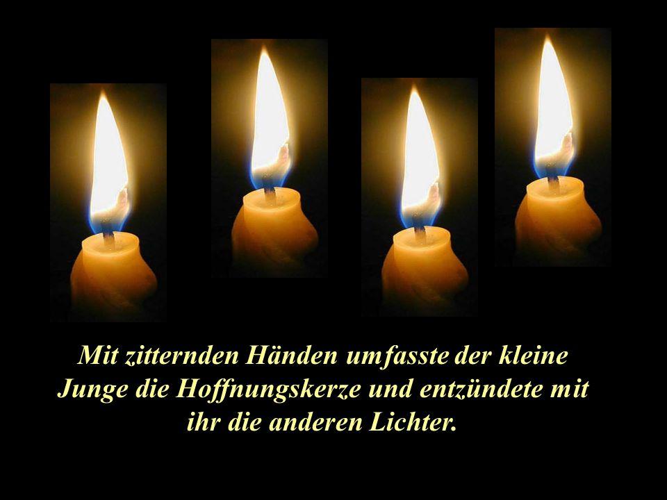 """Doch die 4. Kerze sprach: """"Keine Angst, mein Kleiner, solange ich noch brenne, können wir beide die gelöschten Kerzen wieder anzünden. Ich bin nämlich"""