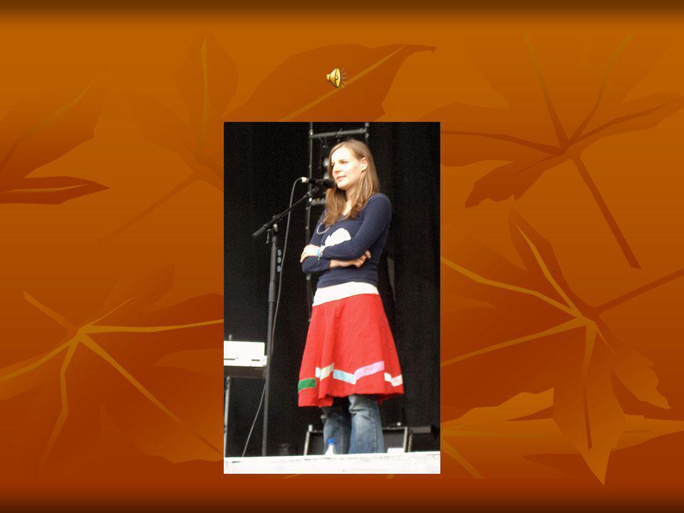 """Werdegang der Band Judith Holofernes,die Leadsängerin der Band zeigte ihr Talent viel früher,als die Gruppe gar nicht existierte.Sie hatte schon mehrere Auftritte in Berliner Clubs und sie gab auch eine CD aus (""""Kamikazefliege )."""