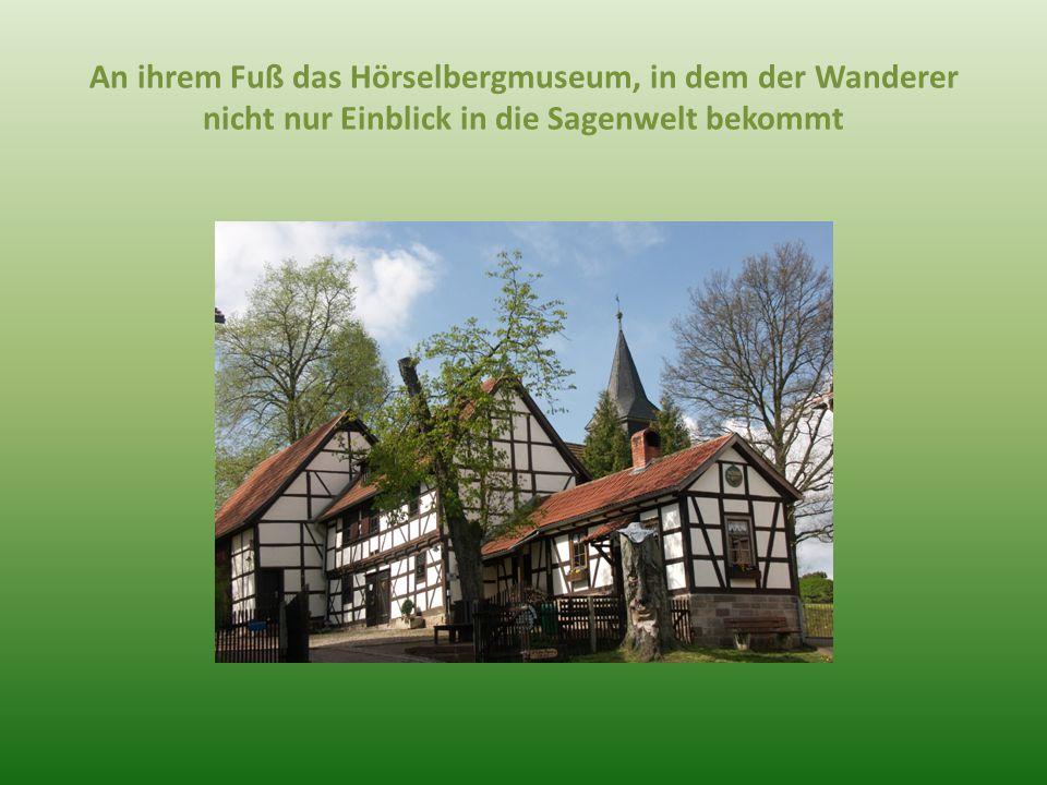 An ihrem Fuß das Hörselbergmuseum, in dem der Wanderer nicht nur Einblick in die Sagenwelt bekommt