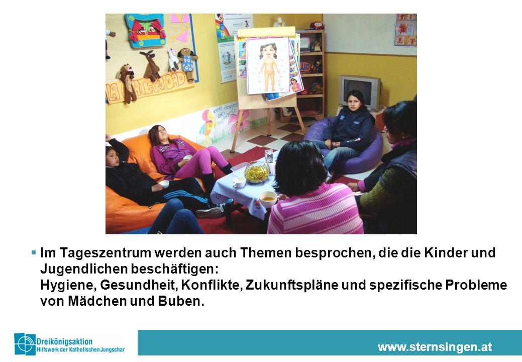 www.sternsingen.at  Im Tageszentrum werden auch Themen besprochen, die die Kinder und Jugendlichen beschäftigen: Hygiene, Gesundheit, Konflikte, Zukunftspläne und spezifische Probleme von Mädchen und Buben.