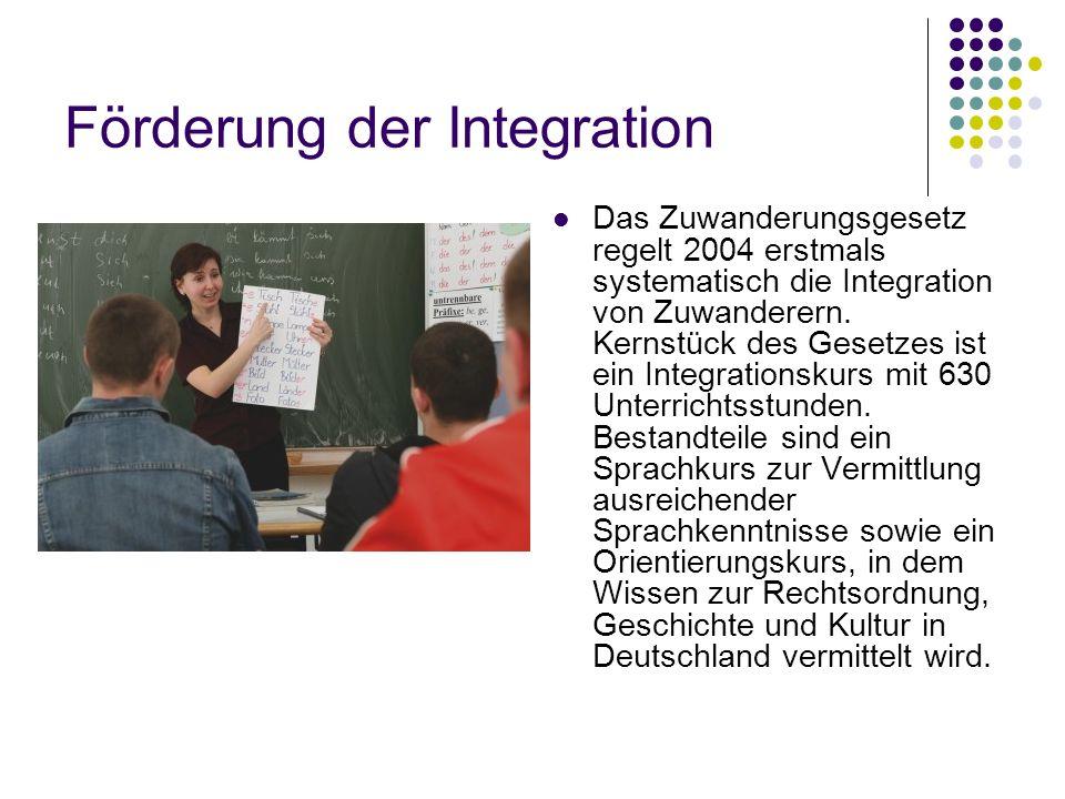 Förderung der Integration Das Zuwanderungsgesetz regelt 2004 erstmals systematisch die Integration von Zuwanderern.