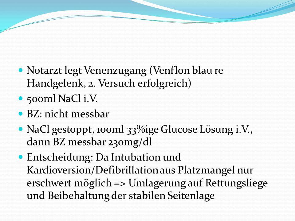 Notarzt legt Venenzugang (Venflon blau re Handgelenk, 2.