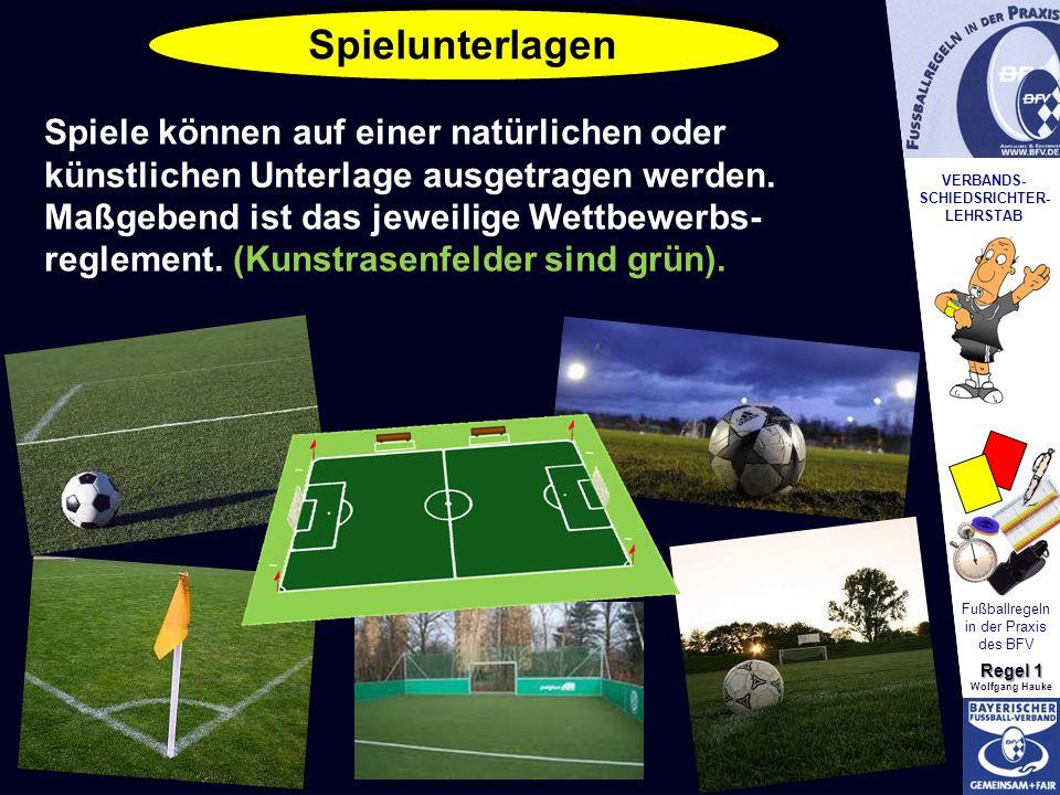 VERBANDS- SCHIEDSRICHTER- LEHRSTAB Fußballregeln in der Praxis des BFV Regel 1 Wolfgang Hauke Spielfeldgröße / Abmessungen Begrenzungslinien Rechtwinklig Breite: 45 m – 90 m Länge: 90 m – 120 m Rechtwinklig Breite: 45 m – 90 m Länge: 90 m – 120 m Mittellinie teilt Spielfeld in 2 Hälften Mittellinie teilt Spielfeld in 2 Hälften Anstoßpunkt Alle Linien höchstens 12 cm breit Alle Linien höchstens 12 cm breit Mittelkreis im Radius von 9,15 Meter Mittelkreis im Radius von 9,15 Meter Alle Linien gehören zu den Räumen, die sie begrenzen.