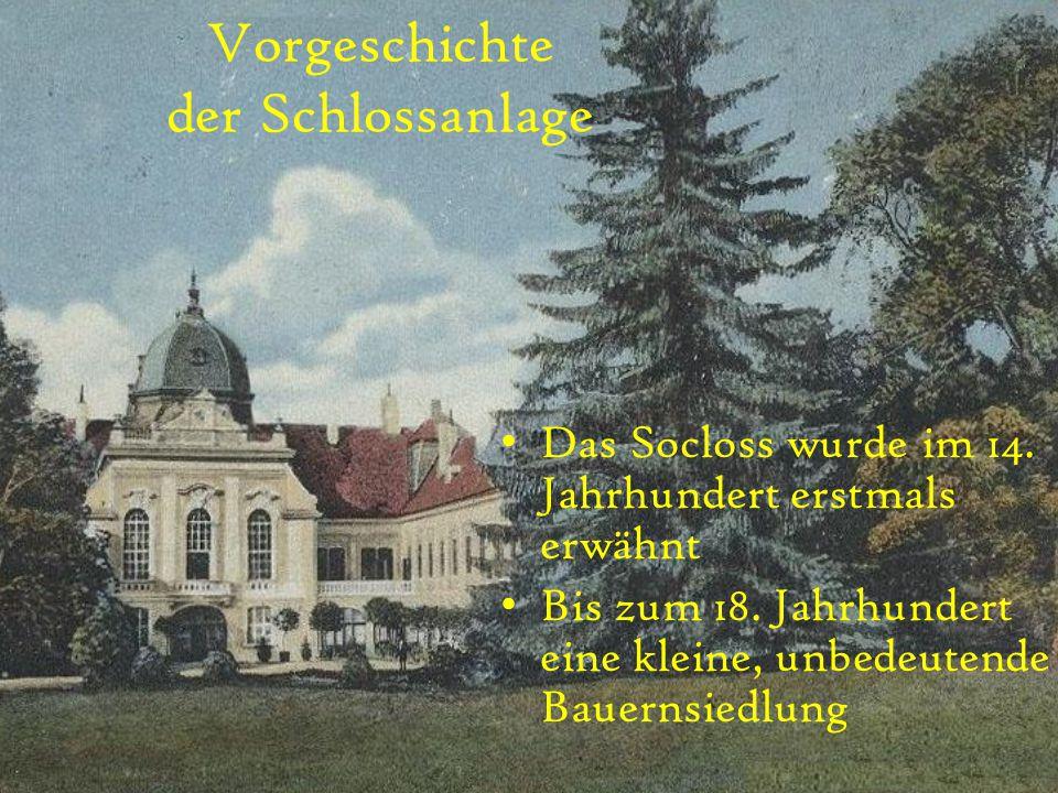 Vorgeschichte der Schlossanlage Das Socloss wurde im 14. Jahrhundert erstmals erwähnt Bis zum 18. Jahrhundert eine kleine, unbedeutende Bauernsiedlung