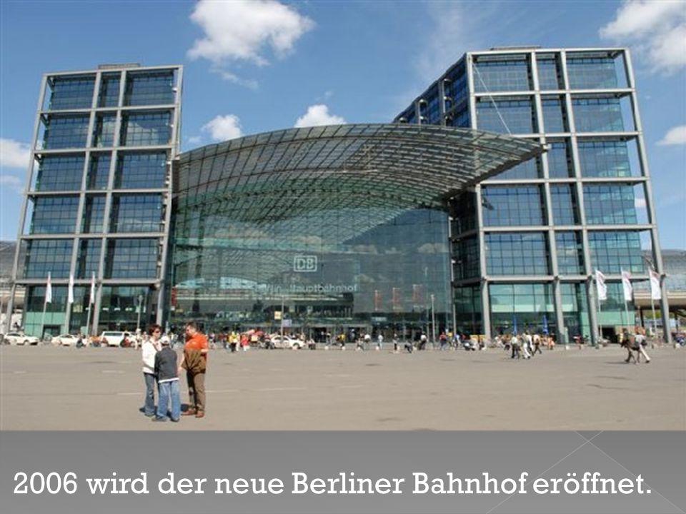 2006 wird der neue Berliner Bahnhof eröffnet.