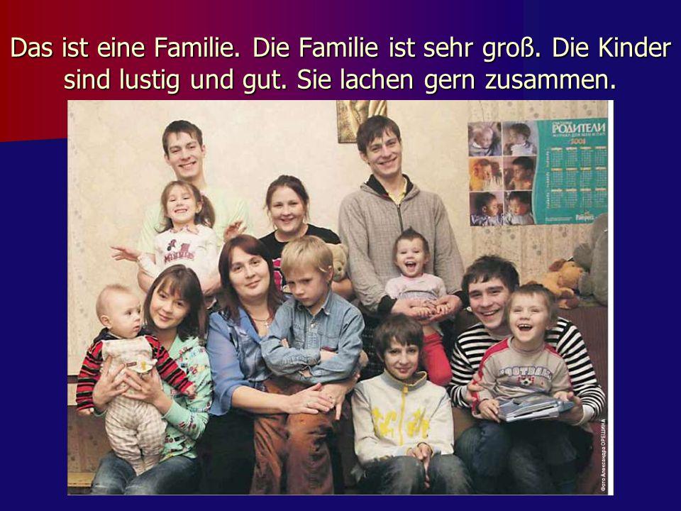Das ist eine Familie. Die Familie ist sehr groß. Die Kinder sind lustig und gut. Sie lachen gern zusammen.