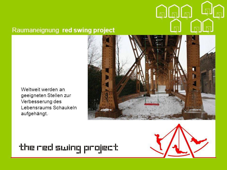 Raumaneignung red swing project Weltweit werden an geeigneten Stellen zur Verbesserung des Lebensraums Schaukeln aufgehängt.
