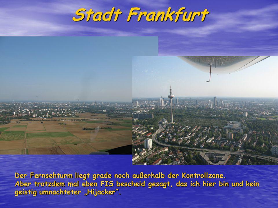 Stadt Frankfurt Der Fernsehturm liegt grade noch außerhalb der Kontrollzone.