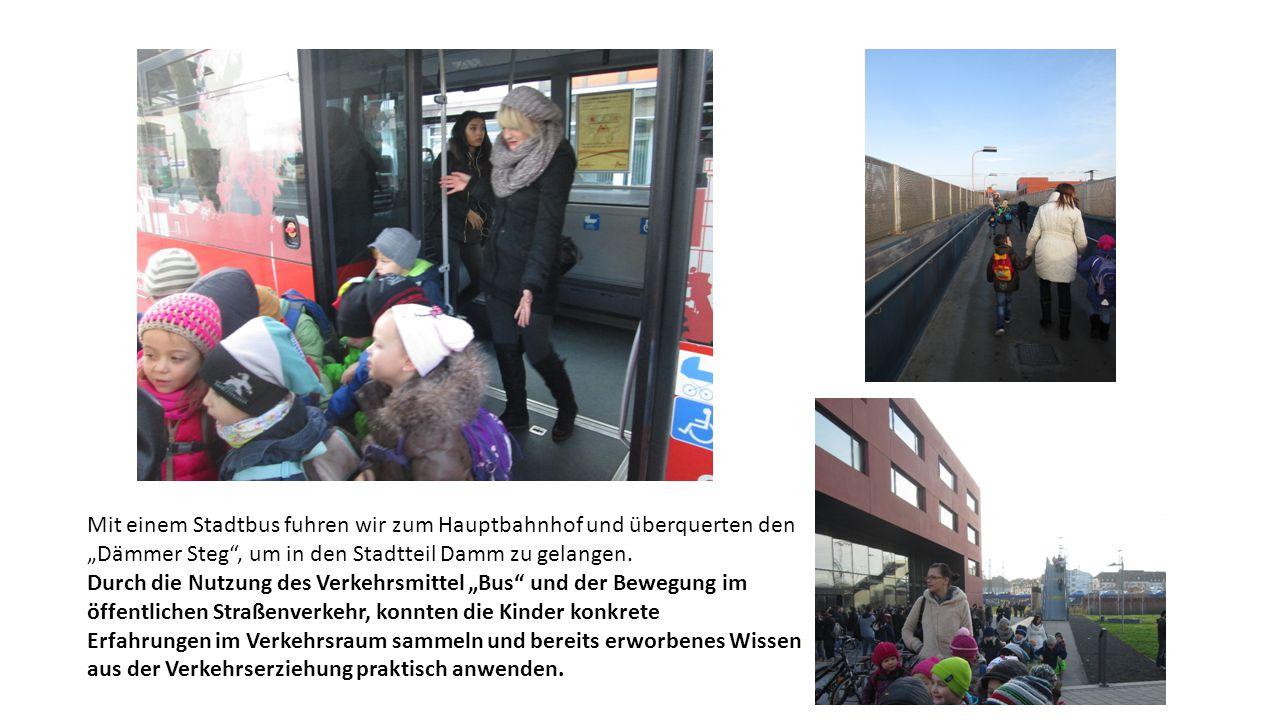 """Mit einem Stadtbus fuhren wir zum Hauptbahnhof und überquerten den """"Dämmer Steg , um in den Stadtteil Damm zu gelangen."""