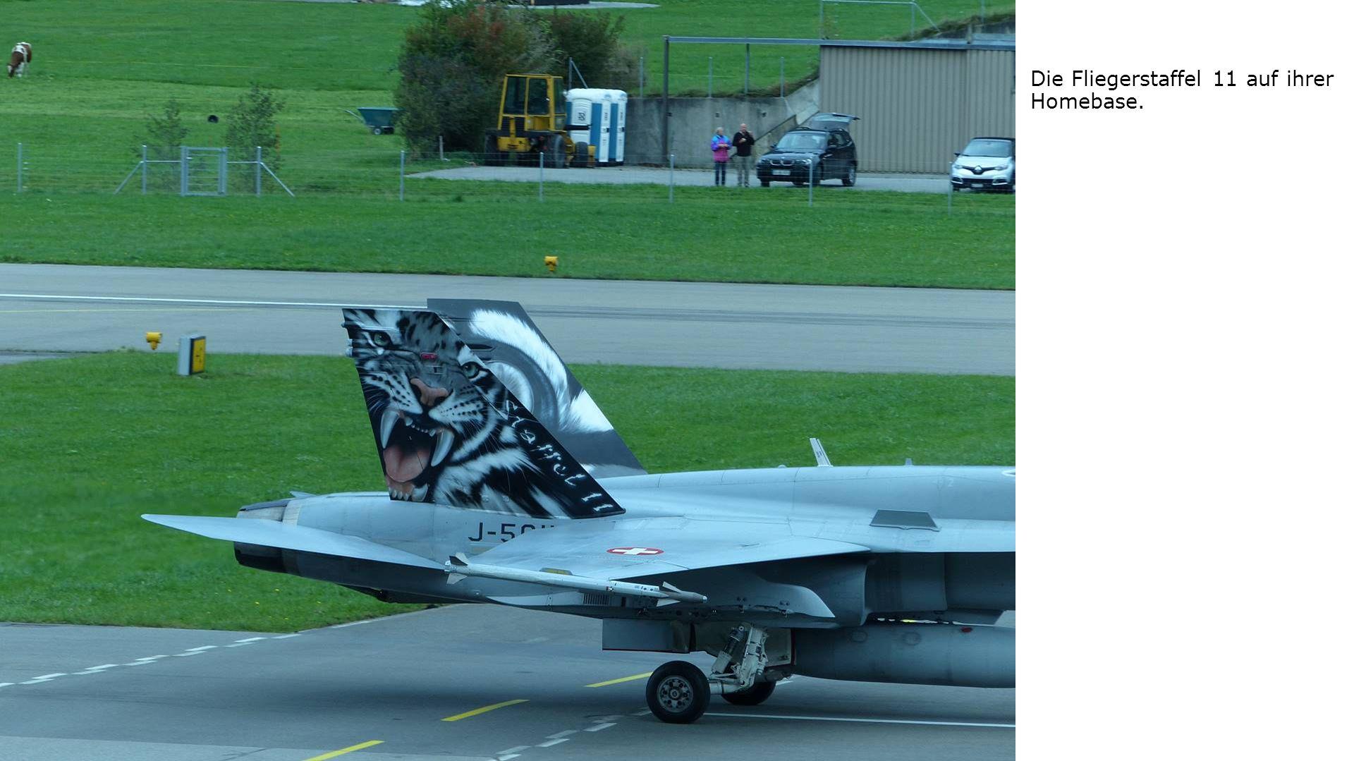 Die Fliegerstaffel 11 auf ihrer Homebase.
