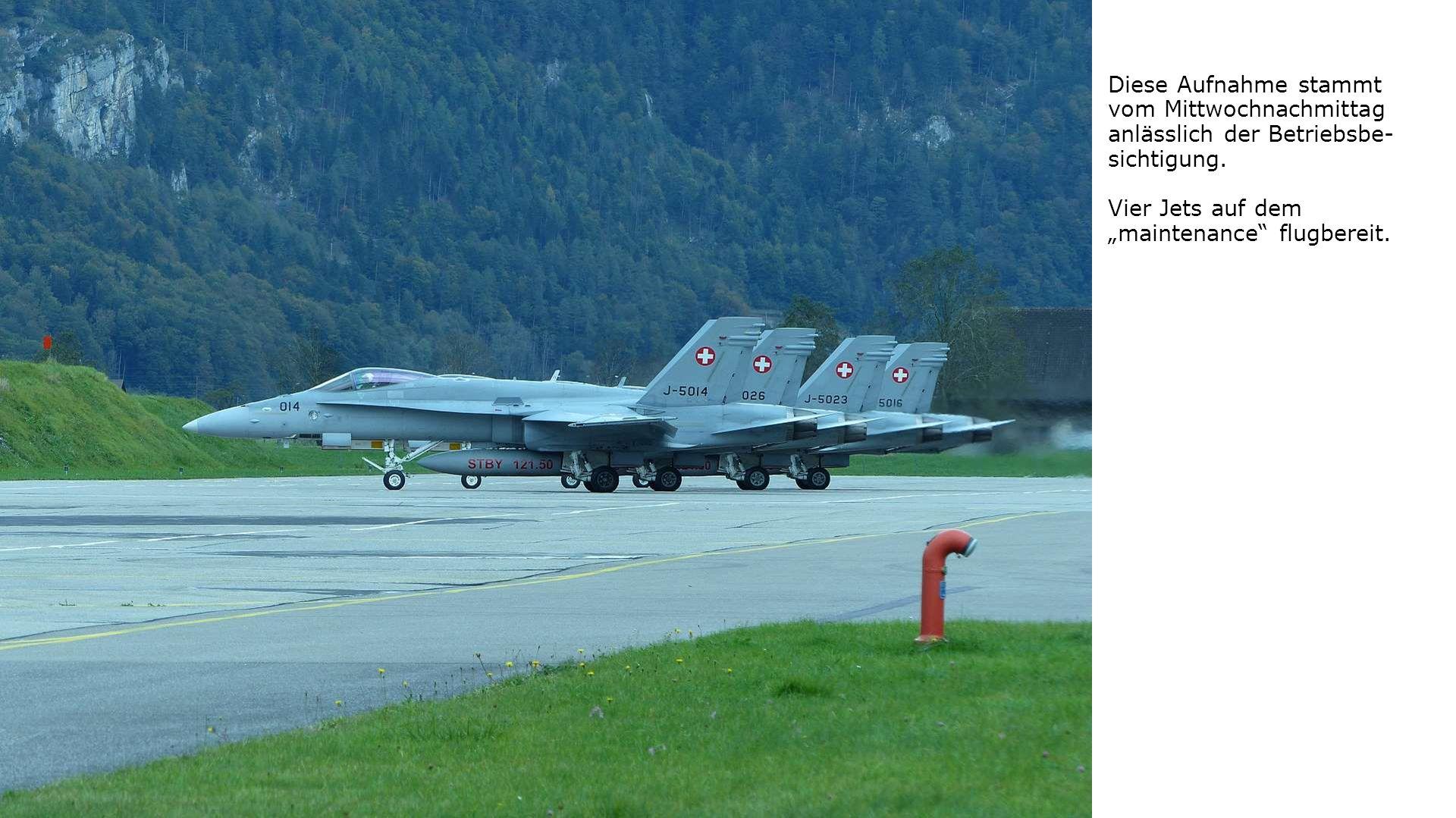 """Diese Aufnahme stammt vom Mittwochnachmittag anlässlich der Betriebsbe- sichtigung. Vier Jets auf dem """"maintenance"""" flugbereit."""