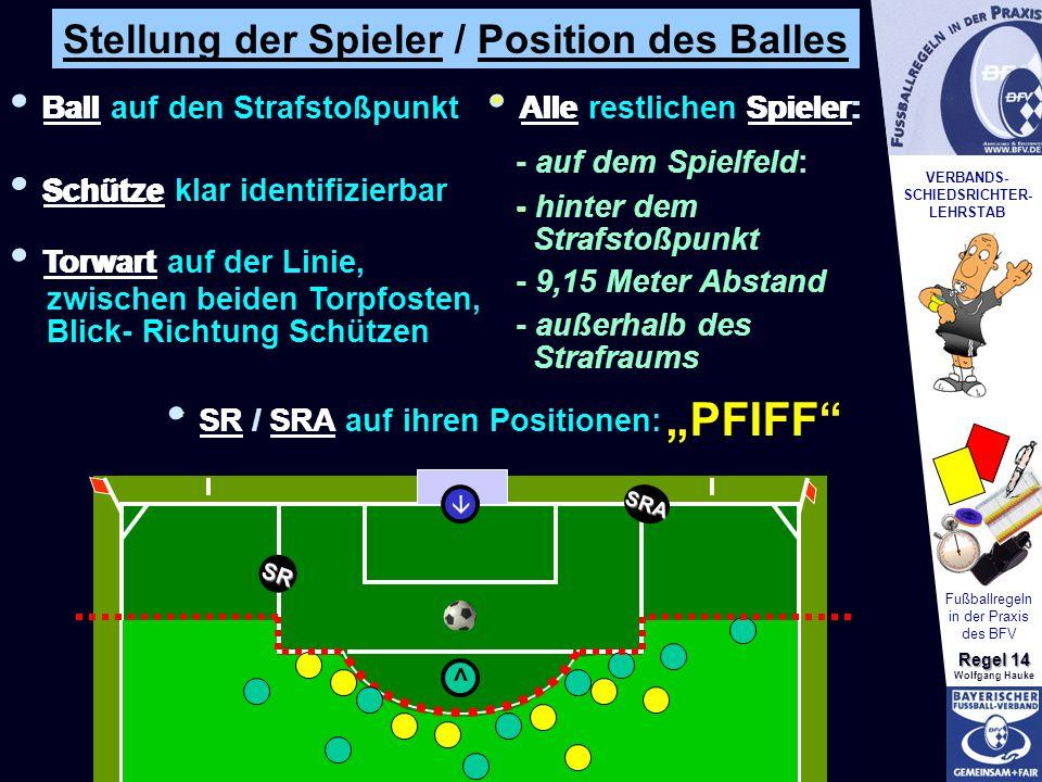 VERBANDS- SCHIEDSRICHTER- LEHRSTAB Fußballregeln in der Praxis des BFV Regel 14 Wolfgang Hauke Schüsse von der Strafstoßmarke (11-Meter-Schießen) * * * * * * * * * Beiden Mannschaften stehen abwechselnd 5 Schüsse zu Sobald eine Mannschaft mehr Tore erzielt hat, als die andere noch erzielen kann > Spielende Keine Entscheidung nach 5 Schüssen: Abwechselnd je 1 Schuss Es dürfen nur Spieler teilnehmen, die bei Spiel- ende am Spiel teilnahmen Verletzt sich der Torwart, darf er ausgewechselt werden, (Auswechselkontingent!) Anzahl der Schützen muss zu Beginn des Elfmeter- schießens immer gleich sein.