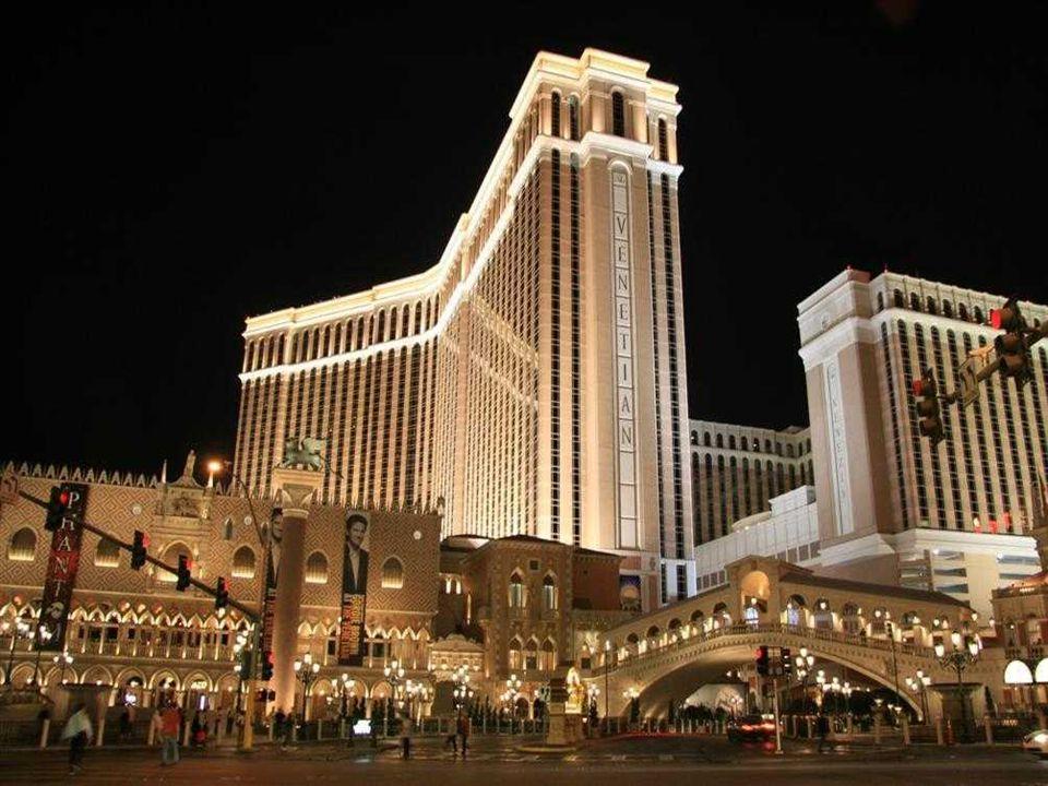 HÔTEL VENETIAN L'Hôtel de Venise, l'hôtel est à cinq diamants c'est le plus grand des États-Unis. Le thème de cet hôtel-casino est Venise. Il a 4049 c