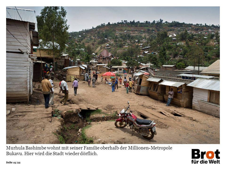 Seite 19/22 Murhula Bashimbe wohnt mit seiner Familie oberhalb der Millionen-Metropole Bukavu.