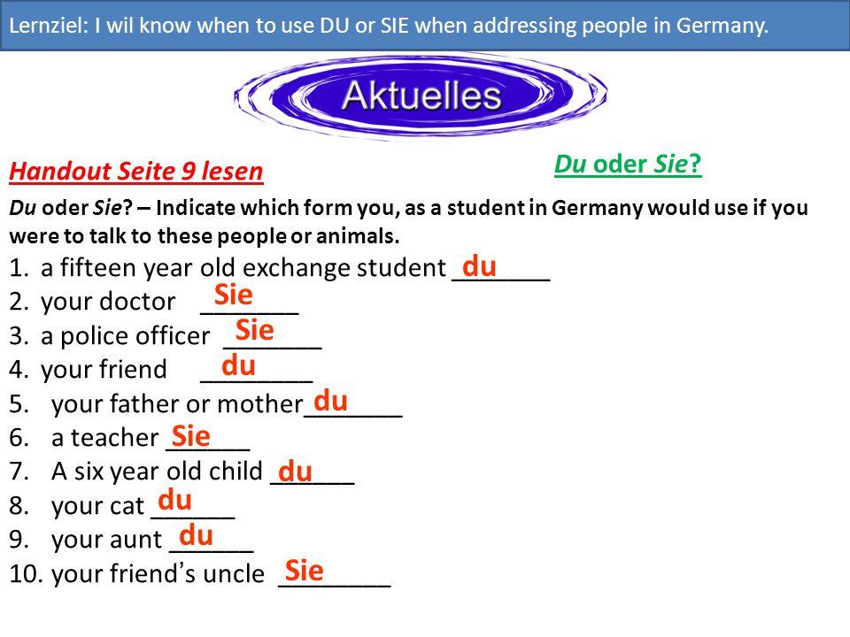 Du oder Sie? Lernziel: I wil know when to use DU or SIE when addressing people in Germany. Handout Seite 9 lesen Du oder Sie? – Indicate which form yo