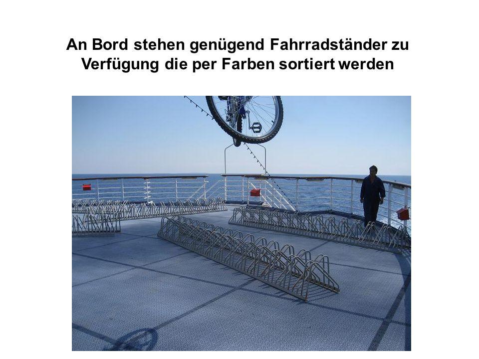 An Bord stehen genügend Fahrradständer zu Verfügung die per Farben sortiert werden