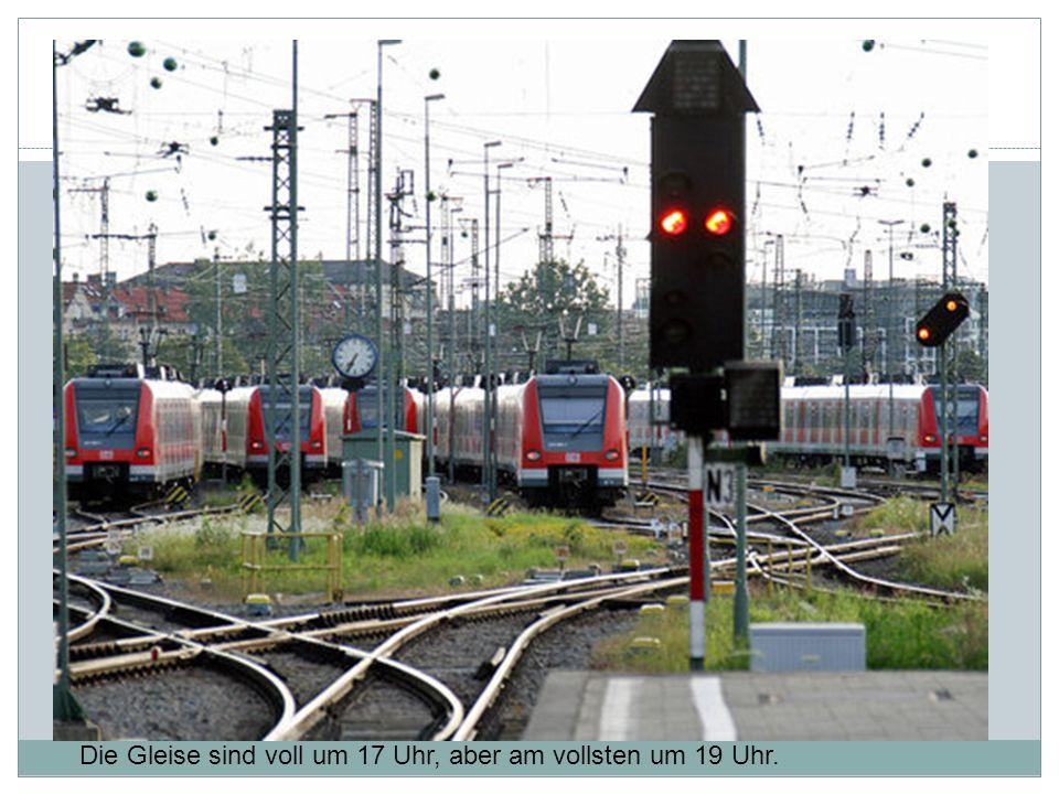 steh Die Gleise sind voll um 17 Uhr, aber am vollsten um 19 Uhr.