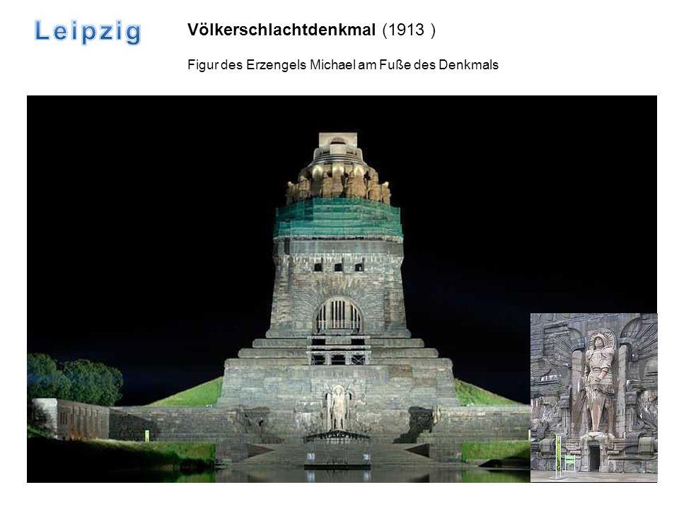 Völkerschlachtdenkmal (1913 ) Figur des Erzengels Michael am Fuße des Denkmals
