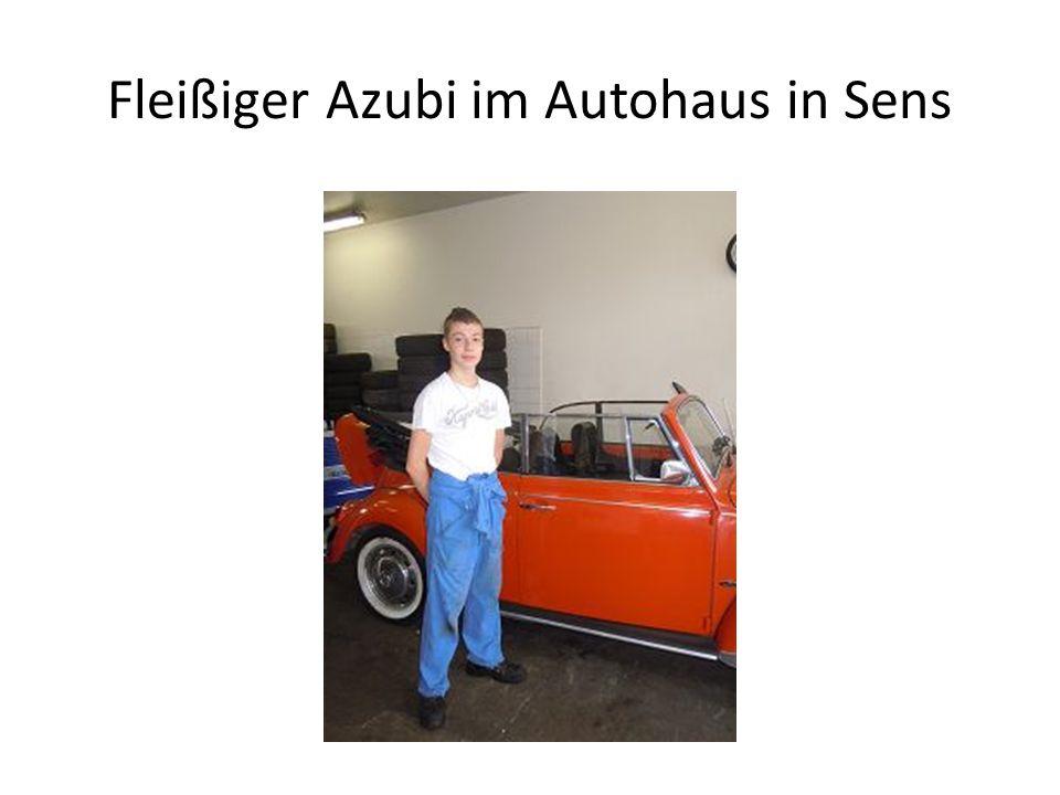 Fleißiger Azubi im Autohaus in Sens