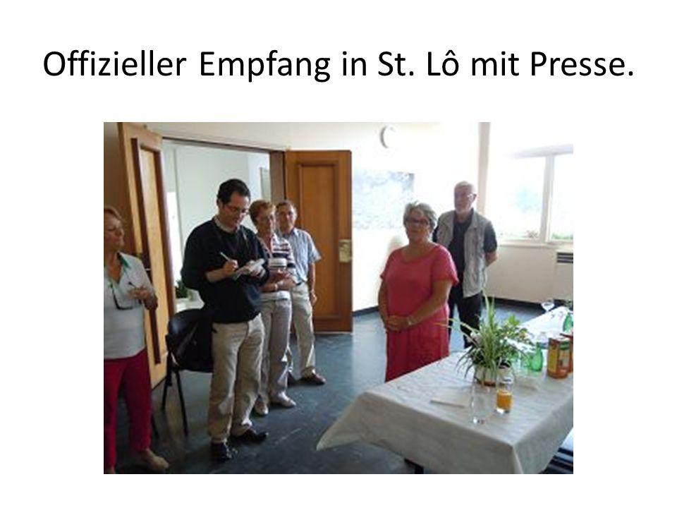 Offizieller Empfang in St. Lô mit Presse.