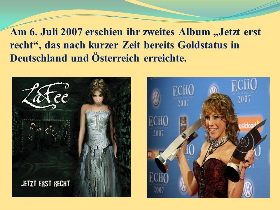 """Am 6. Juli 2007 erschien ihr zweites Album """"Jetzt erst recht"""", das nach kurzer Zeit bereits Goldstatus in Deutschland und Österreich erreichte."""