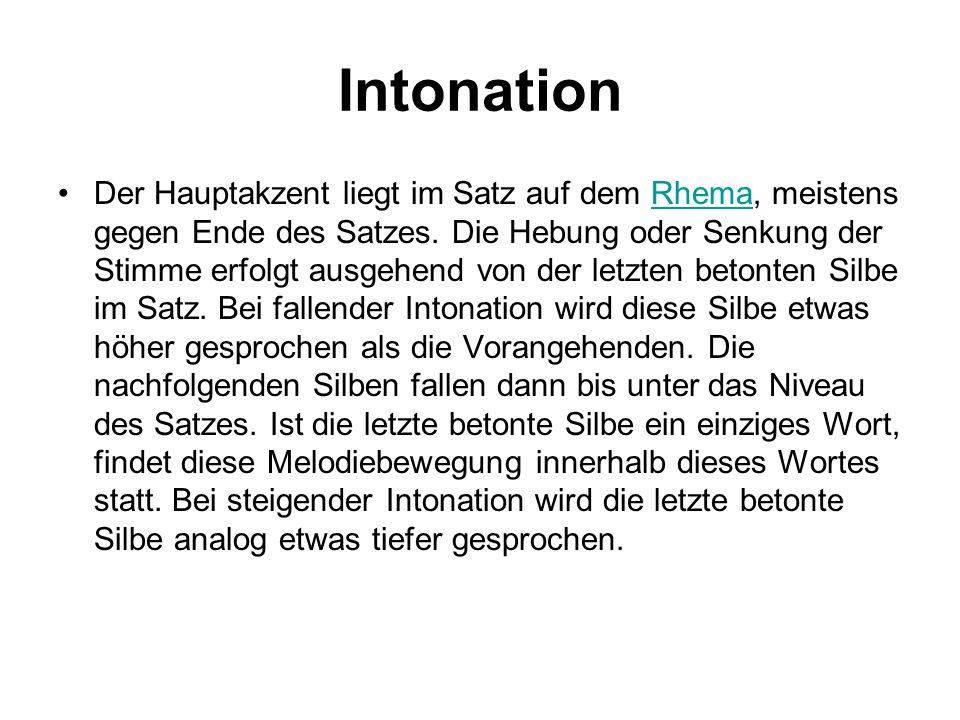 Intonation Der Hauptakzent liegt im Satz auf dem Rhema, meistens gegen Ende des Satzes. Die Hebung oder Senkung der Stimme erfolgt ausgehend von der l