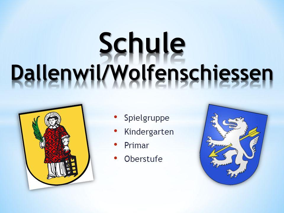 2 Primar Schulhäuser + Kindergarten 1 Turnhalle 1 Sportplatz + Spielplatz Aula Sekretariat
