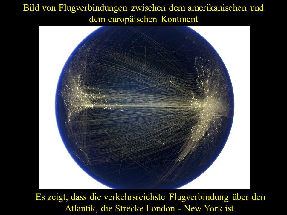 Anzeigen der Hauptstraßen und der Bahnstrecken des alten Kontinents. In den Meeren sind Datenkabel zu sehen. Aufnahme Europas aus dem Weltraum