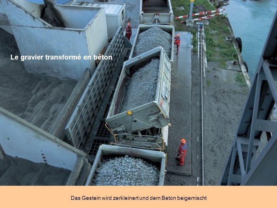 Millionen Tonnen von Schutt Laufbänder transportieren das Gestein ab